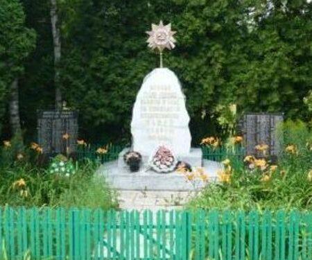 д. Моглино Псковского р-на. Братская могила советских воинов, погибших в 1944 году.