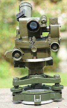 Артиллерийская буссоль №7 МkV (поле зрения 12°30' и увеличение ×4,5). Прибор мог измерять как вертикальные, так и горизонтальные углы.