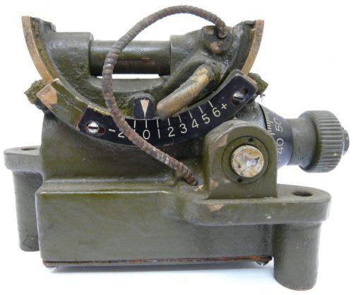 Буссоль (квадрант) №9 использовался наводчиком орудия танков при стрельбе с закрытых позиций.