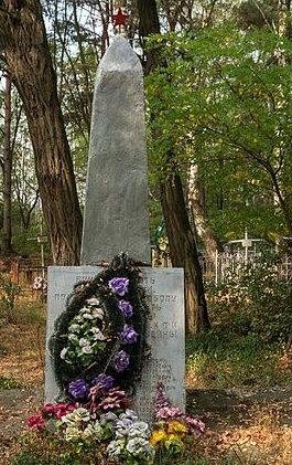 с. Зализня Житомирского р-на. Братская могила 17 советских воинов.