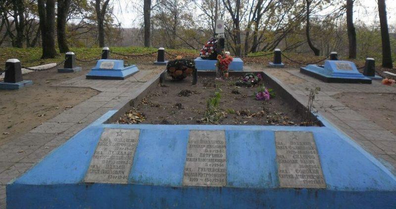 г. Опочка. Городской Вал Братская могила борцов за Советскую власть, погибших в 1919 году и воинов Красной Армии, погибших в 1944 году.