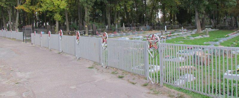 г. Житомир. Военное кладбище №1, где находятся 105 братских и 635 индивидуальных могил, в которых похоронено 966 советских воинов.