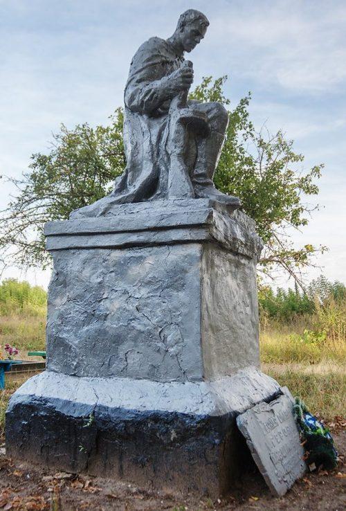 с. Иванковцы Житомирского р-на. Памятник, установленный на братской могиле, в которой похоронено 29 советских воинов.