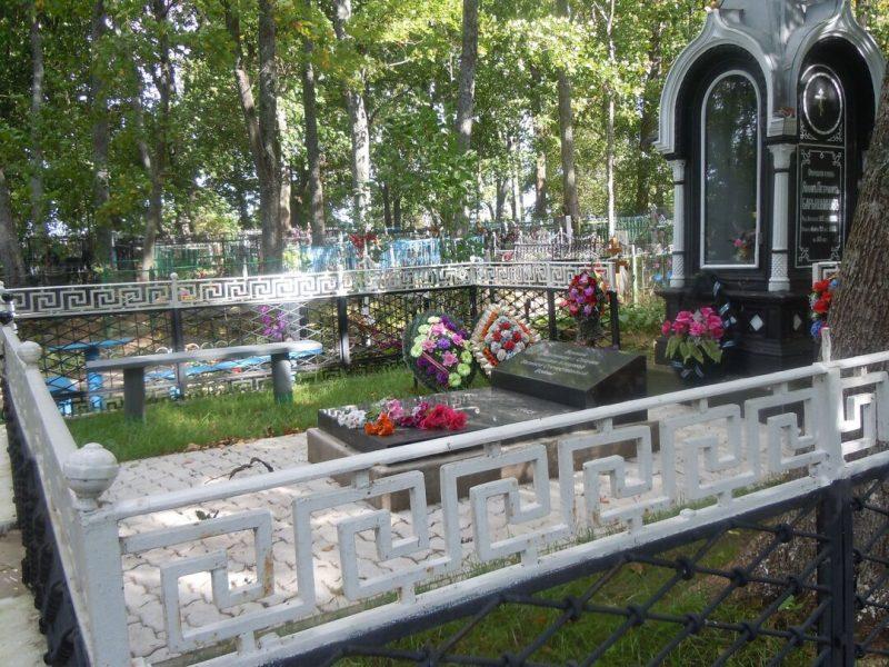 г. Опочка Покровское кладбище. Братская могила советских воинов, погибших в 1944 году.