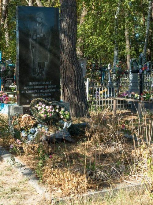 с. Каменка Житомирского р-на. Братская могила 34 советских воинов, погибших в годы войны.