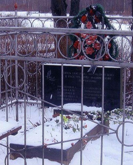 д. Ском-Гора Псковского р-на. Братская могила партизан, погибших в годы войны.