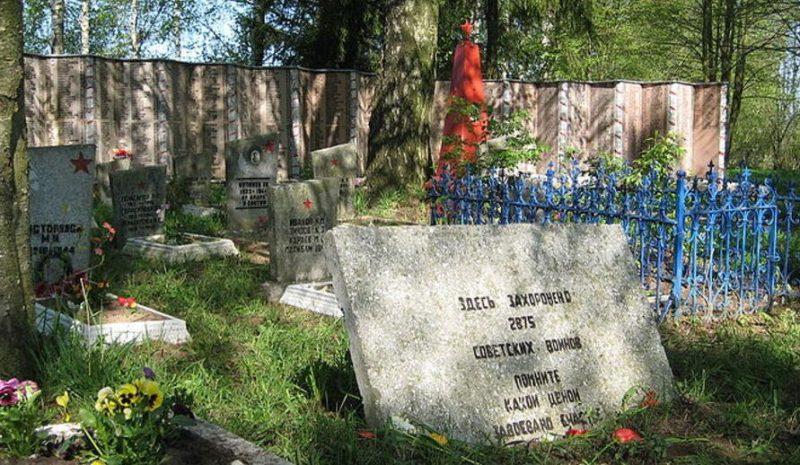 д. Стремутка Псковского р-на. Братское захоронение советских воинов.