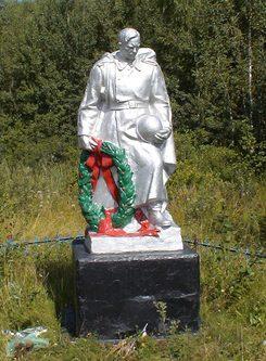 с. Адамовка Барановского р-на. Памятник погибшим воинам.