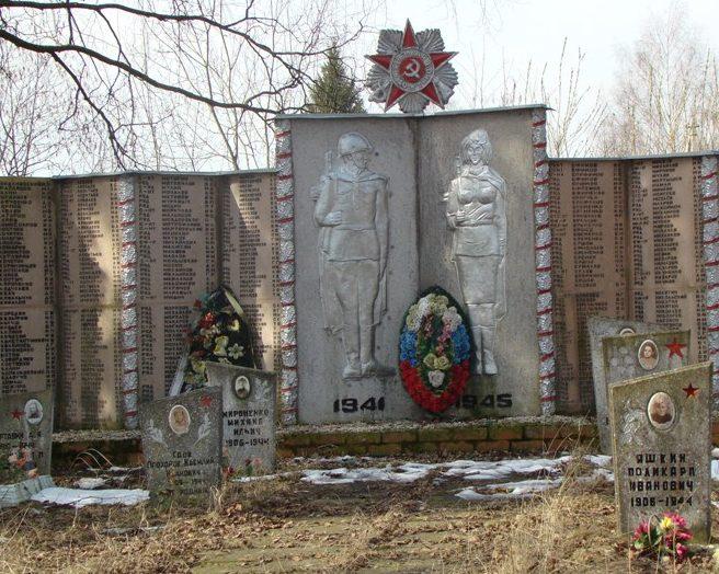 д. Стремутка Псковского р-на. Братская могила советских воинов.