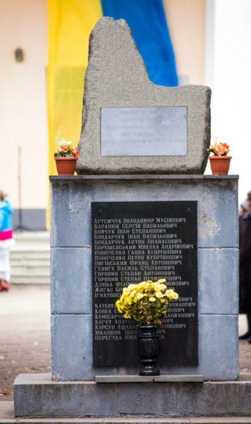 с. Кодня Житомирского р-на. Памятник воинам-односельчанам, погибшим в годы войны.