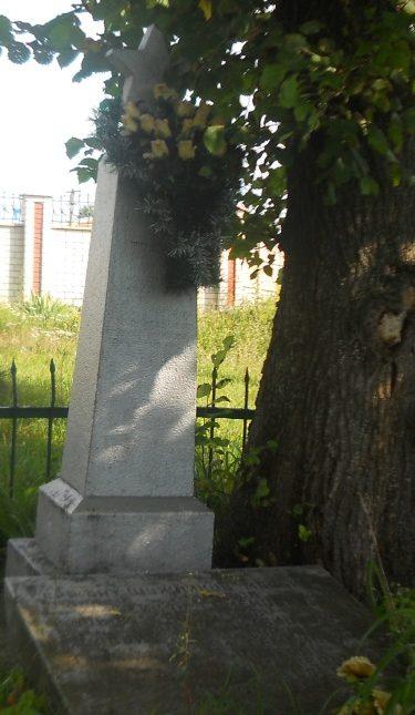 с. Левков Житомирского р-на. Братская могила советских воинов, павших при освобождении села.