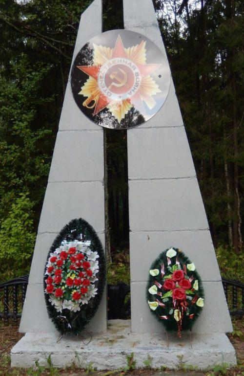 д. Ехалово Куньинского р-на. Братская могила советских воинов, погибших в 1944 году.