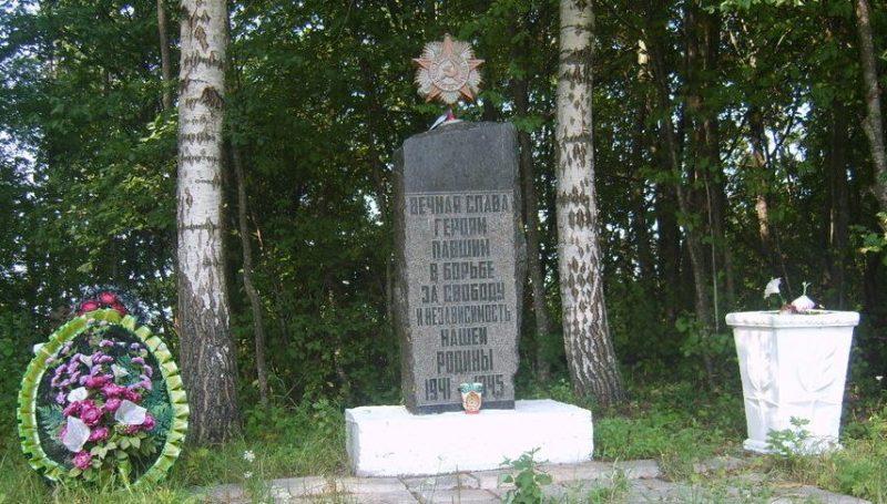 д. Токарево Псковского р-на. Братская могила советских воинов.