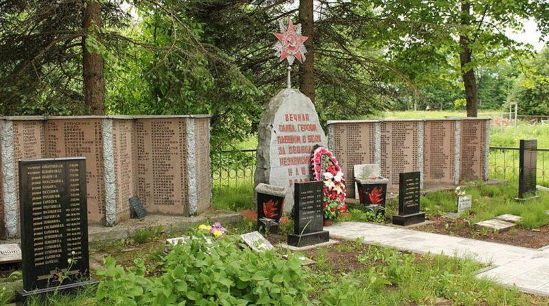 д. Торошино Псковского р-на. Братская могила воинов Советской Армии, погибших в 1944 г.