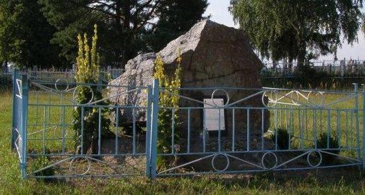 с. Острожок Барановского р-на. Памятный знак на месте расстрела мирных жителей.