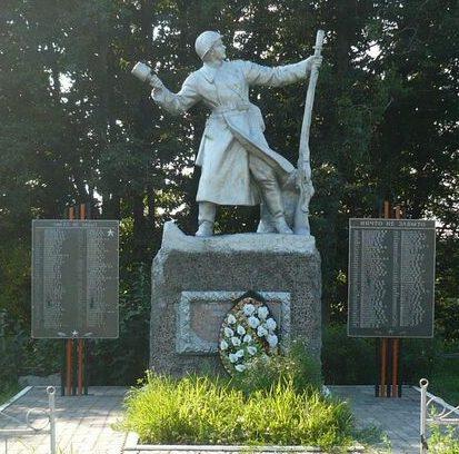д. Череха Псковского р-на. Памятник, установленный на братской могиле советских воинов.