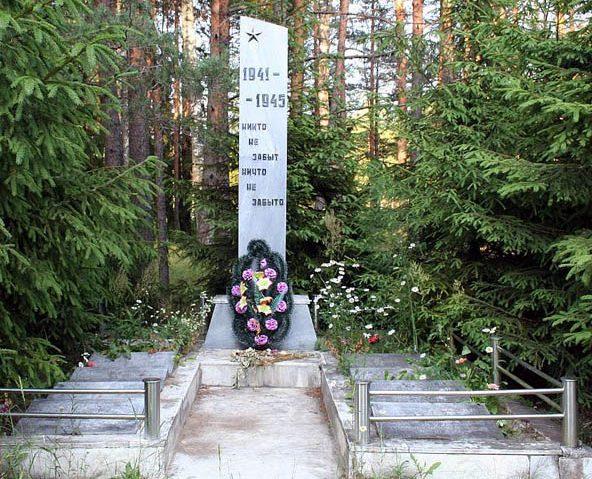 д. Черняковицы Псковского р-на. Братская могила советских воинов.