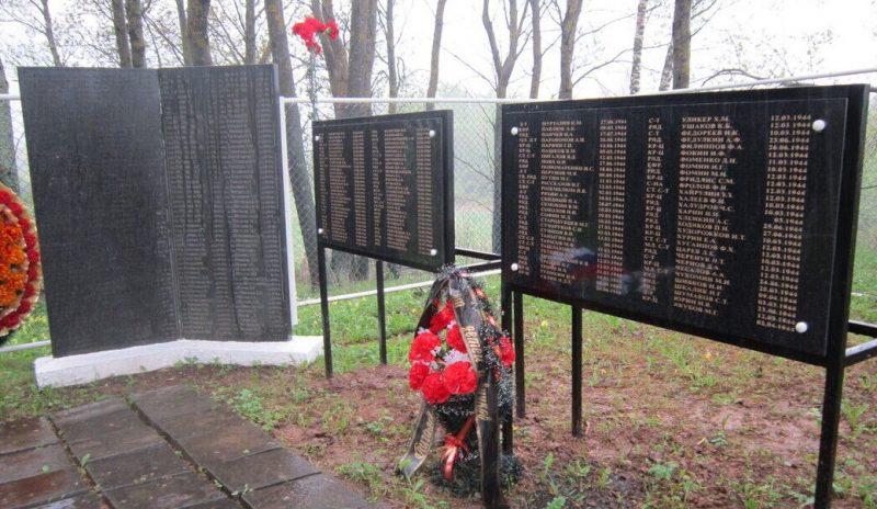 д. Шванибахово Псковского р-на. Братская могила воинов, погибших в годы войны.