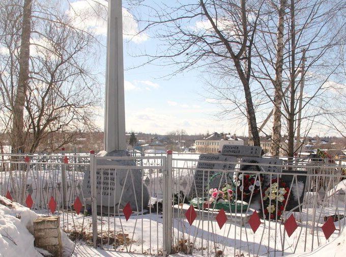 д. Пухново Куньинского р-на. Братская могила мирных жителей, расстрелянных фашистами в 1944 году.