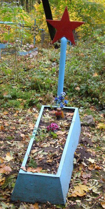 г. Бердичев. Могила неизвестного солдата, погибшего в боях за город на старом городском кладбище.