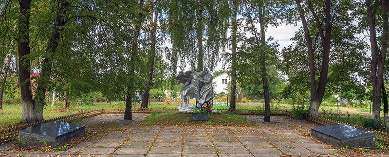 с. Станишевка Житомирского р-на. Памятник воинам-односельчанам, погибшим в годы войны.
