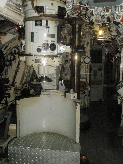Перископ на подлодке HMS Alliance класса «А».
