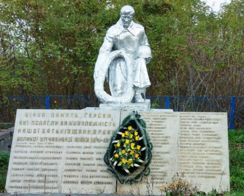 с. Станишевка Житомирского р-на. Братская могила советских воинов.