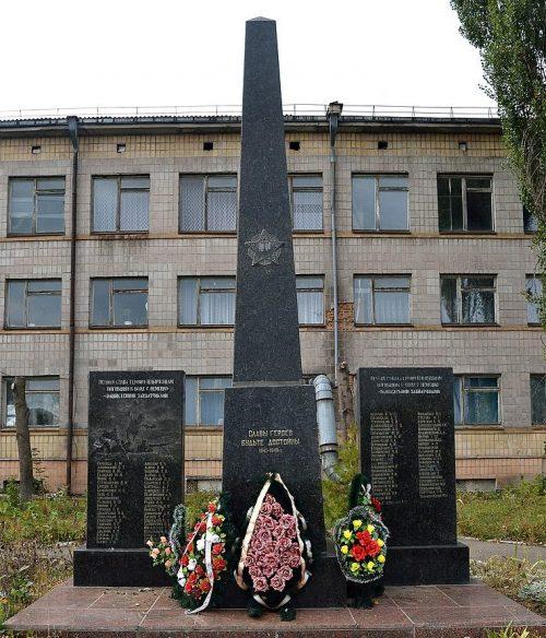 г. Бердичев. Памятный знак погибшим работникам кожевенного завода.
