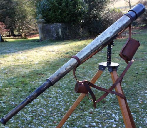 Телескоп образца 1939 года, изготовленный фирмой «W.Ottwau & Cº Ltd», установленный на треноге №21 Mk V.