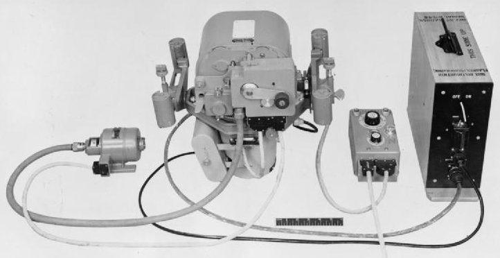 Комплект аэрофотоаппарата типа F.24 Mark I для ночной съемки.