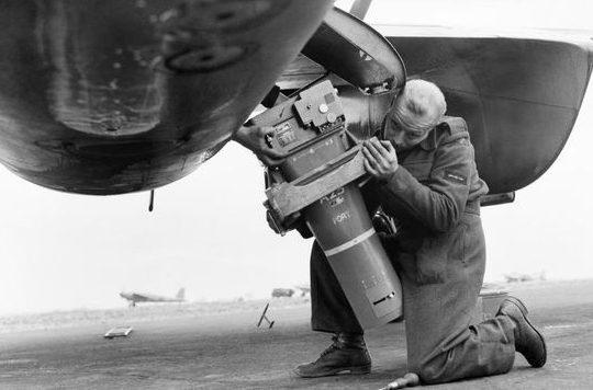 Камера F.52 с 36-дюймовым объективом Booth.
