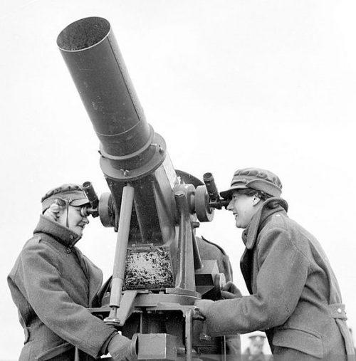 Кинотеодолит «Kine-Theodolite Kth-41» с фокусным расстоянием объектива 600 мм.