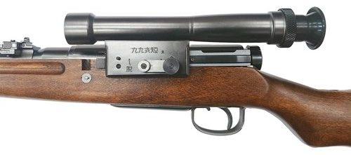 Снайперская винтовка Arisaka Type 99 с оптическим 2,5-кратным прицелом.