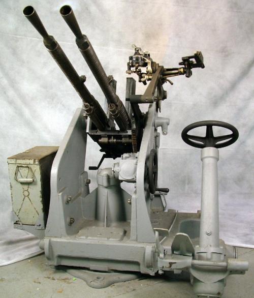 Спаренный 13-мм зенитный пулемет Туре 93 с оптическим прицелом.