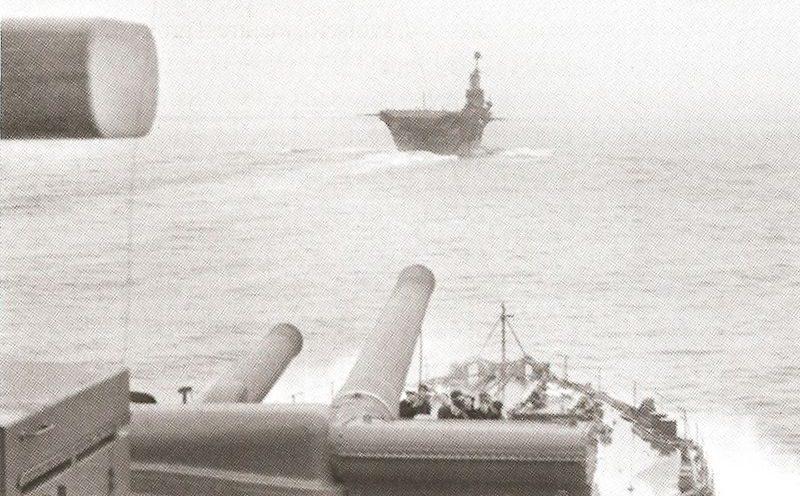 Британские боевые корабли выдвигаются на бомбардировки Генуе.