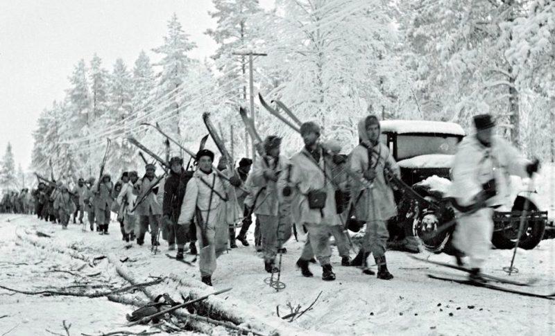 Финские войска на Раатской дороге.