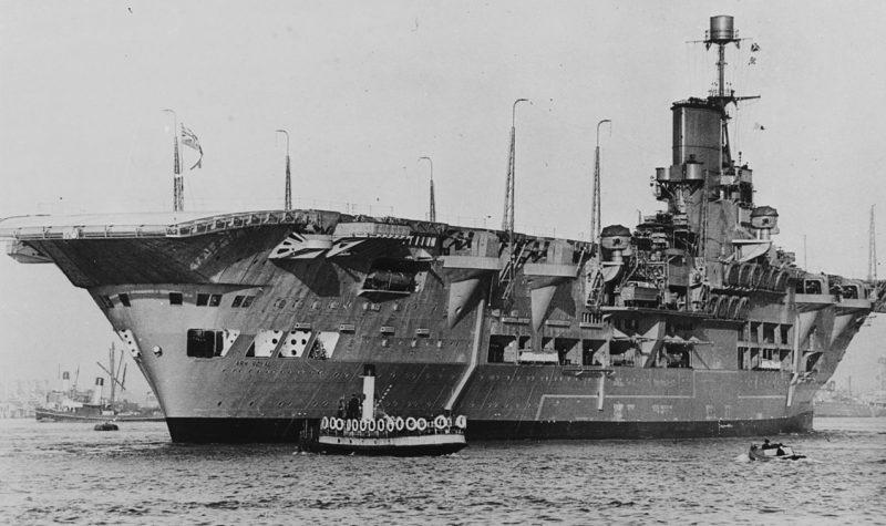 Авианосец HMS «Ark Royal».