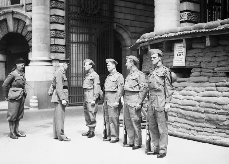 Пост ополчения на Адмиралтейской арке в центре Лондона. 21 июня 1940 г.