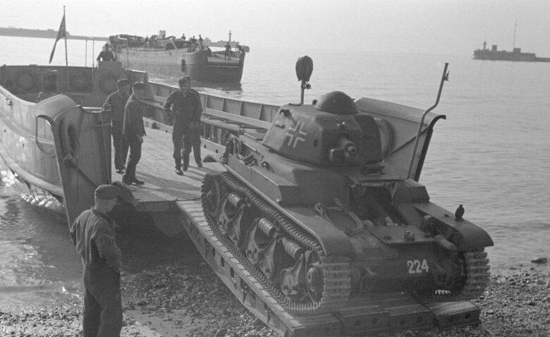 Танкодесантные суда, приготовленные Вермахтом для операции «Морской лев».