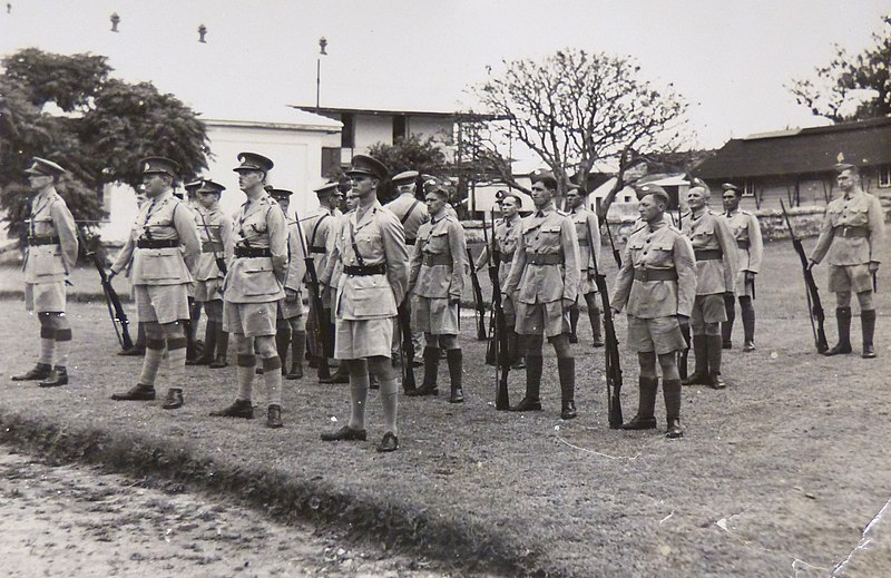 Губернатор на Бермудах и генерал-лейтенант сэр Денис Бернард, инспектирует Линкольнширский полк. 22 июня 1940 г.