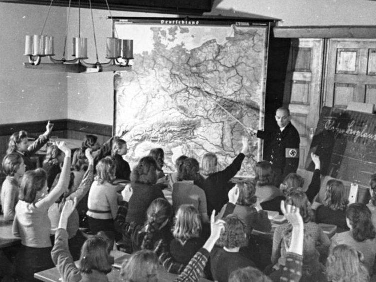 Дети KLV из Берлина в Глатце на уроке географии.