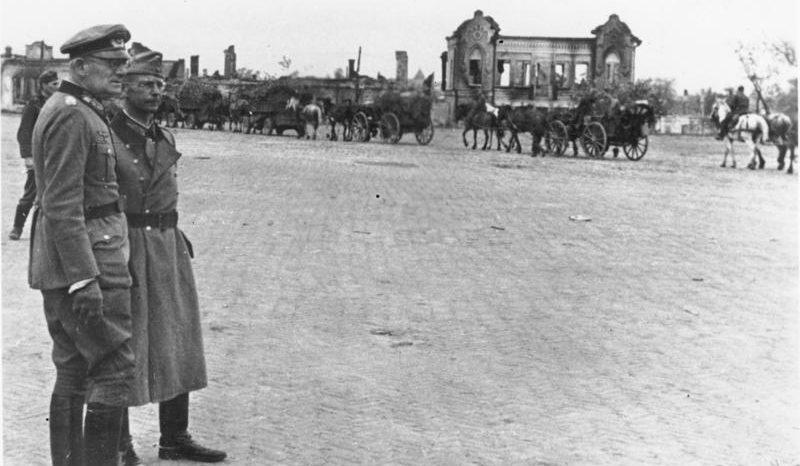 Командующий 2-й Армии генерал Н. фон Вейхс и командир 17-й пехотной дивизии генерал Г. Лох в Чернигове.