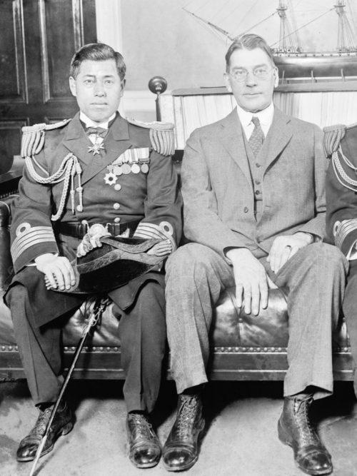Капитан Исороку Ямамото, военно-морской атташе Японии в США с министром ВМС США Кертисом Д. 1925 г.