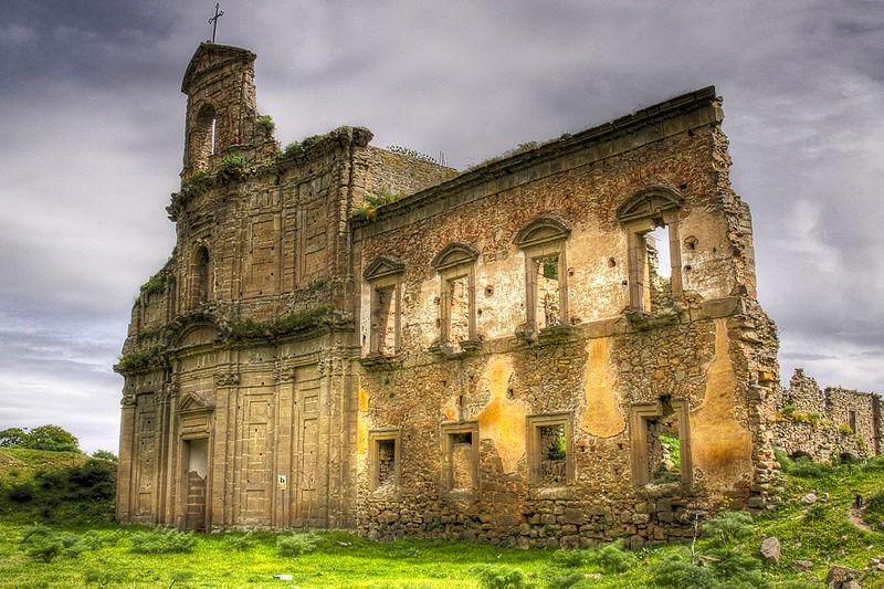 Церковь по Троиной, разрушенная во время войны.