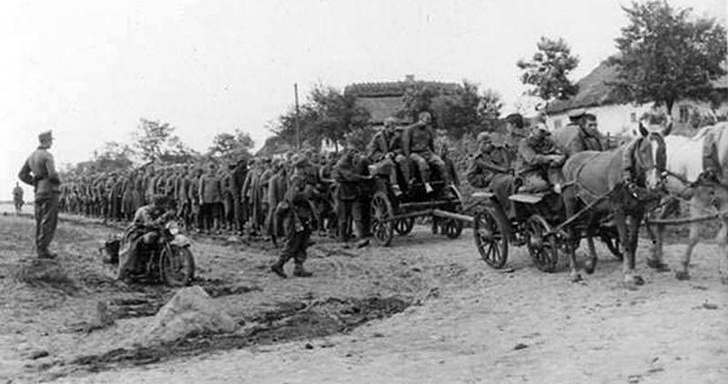 Советские военнопленные в Умани.