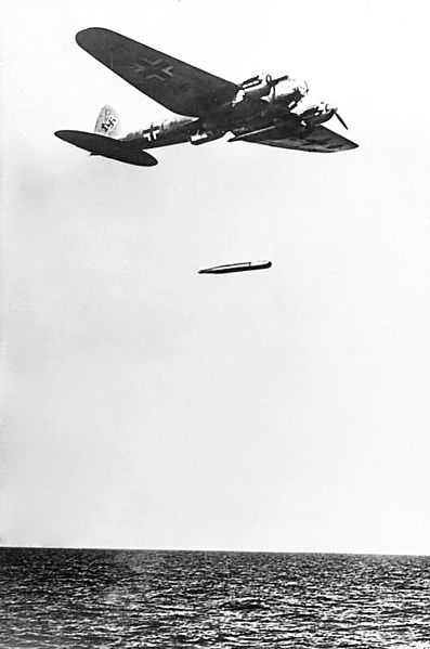 Сброс торпеды с торпедоносца He-111.