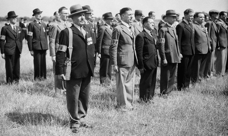 Ветераны Первой мировой войны вступают в ополчение.1 июля 1940 г.