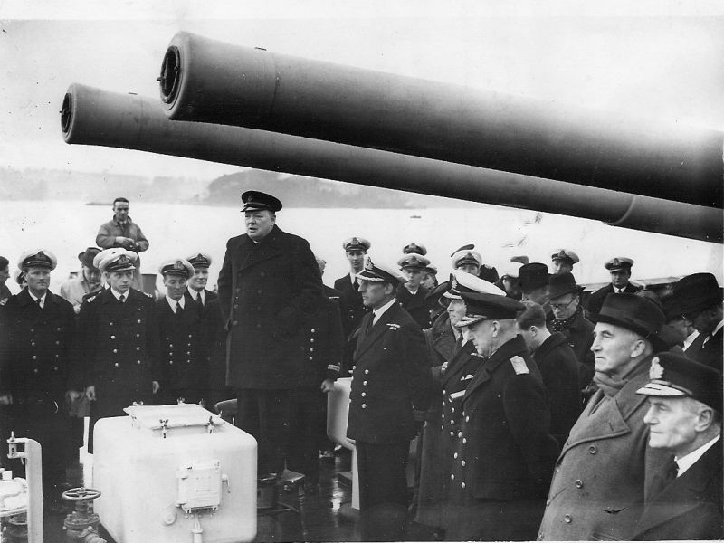 Уинстон Черчилль на борту тяжелого крейсера «Эксетер». Декабрь 1939 г.