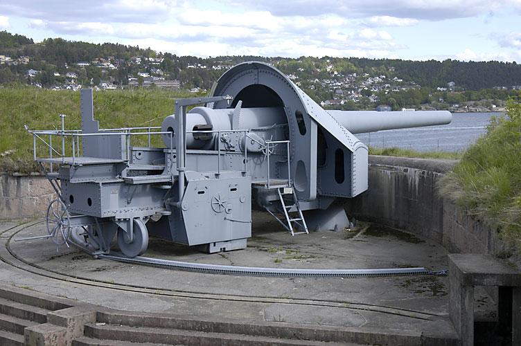Одно из трех 28-см (11 дюймов) орудий в крепости Оскарсборг.