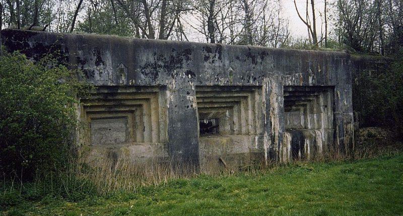 Один из трехорудийных казематов форта.